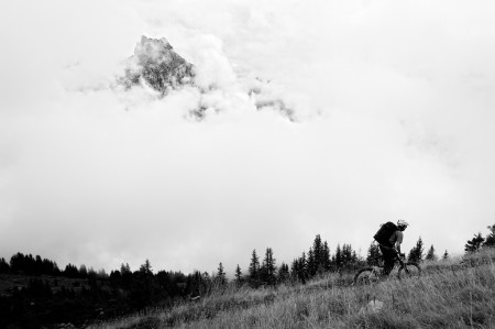 Outdoor photography in the fog with a mountain biker.